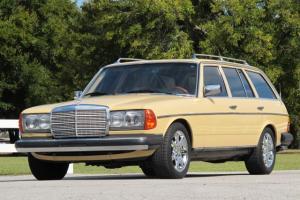 1982 Mercedes-Benz 300TD Station Wagon - Chevrolet V8