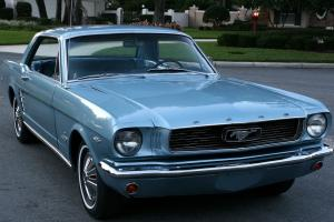 Ford : Mustang COUPE - RESTORED V-8 - 3K MILES