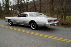 Ford : Thunderbird 2-Door Coupe