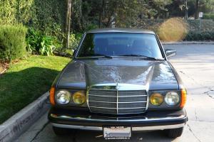 Mercedes-Benz : 300-Series D W123 - 4 Door Sedan