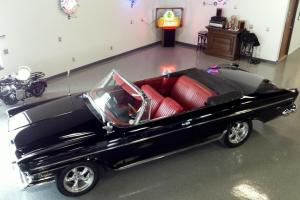 BEAUTIFUL BLACK CONVERTIBLE - PUSH BUTTON AUTO -361CI V8-STUNNING COLOR COMBO
