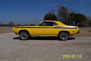 Plymouth : Barracuda vinyl top and disc brakes