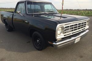 1975 Dodge D-100 Truck