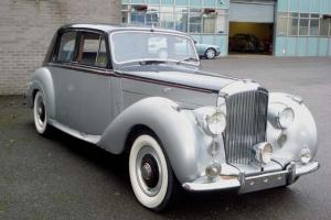 1953 BENTLEY R-TYPE 4 1/2 LITRE SPORTS SALOON MANUAL FOR EASY RESTORATION Photo