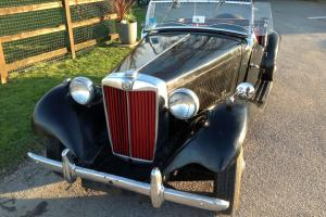 1952 LHD MGTD roadster - Fantastic 'matching numbers' car in black with red trim Photo