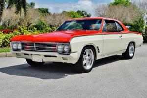 spectacular show car 1966 Buick Custom 455 V-8 2 Speed Automatic transmission