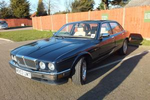 Jaguar XJ6 Gold