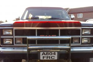 G.M.C JIMMY / CHEVROLET BLAZER ( 4X4 Pickup Truck) Photo