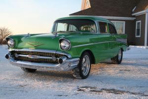 57 Chevy custom hot rod, shoe box, green 4 speed, air, custom interior 350 crate