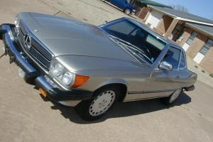 1986  MERCEDES  560  SL -- IMACULATE  CONDITION--19,700 MILES