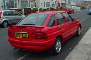 ford escort 1.8 ghia x