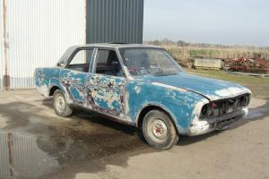 FORD CORTINA MK2 FOR SPARES OR REPAIR - PRE CROSSFLOW 1500 ENGINE FITTED - Photo