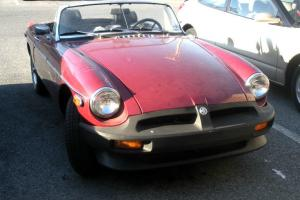 1976 MGB CONVERTABLE STARTS & RUNS NO RUST NEEDS FINISHING