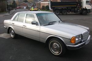 Mercedes-Benz 230E Auto 1985