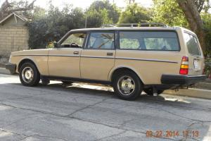 Station Wagon, Classic body,  Utility Roof rack, California car. Photo