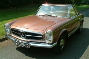 CONCOURS CONDITION ORIGINAL UK SUPPLIED MERCEDES 230SL. FULLY RESTORED. AUTO PAS
