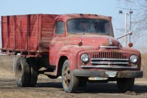 IH 1950 L160 Red truck with wood box and hoist