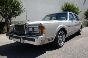 1989 Lincoln Town Car - Signature Series - 27,000 Miles - MINT!