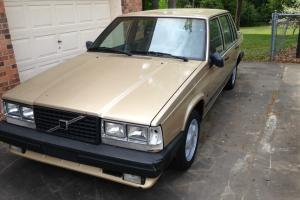 1987 Volvo 740 Turbo Sedan 4-Door 2.3L