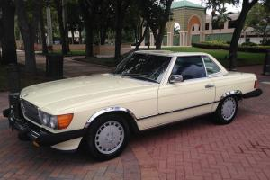 1986 Mercedes Benz 560SL Convertible One Owner Low Miles Clean Carfax IMMACULATE