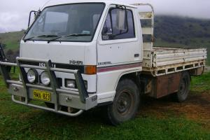 Isuzu NKR 150 1991 CAB Chassis 5 SP Manual O Drive 3 6L Diesel in Holbrook, NSW