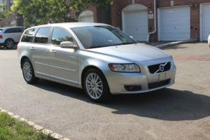 2011 Volvo V50 T5 Wagon, One Owner, Clean Carfax, Bluetooth, Leather, IPOD / USB Photo