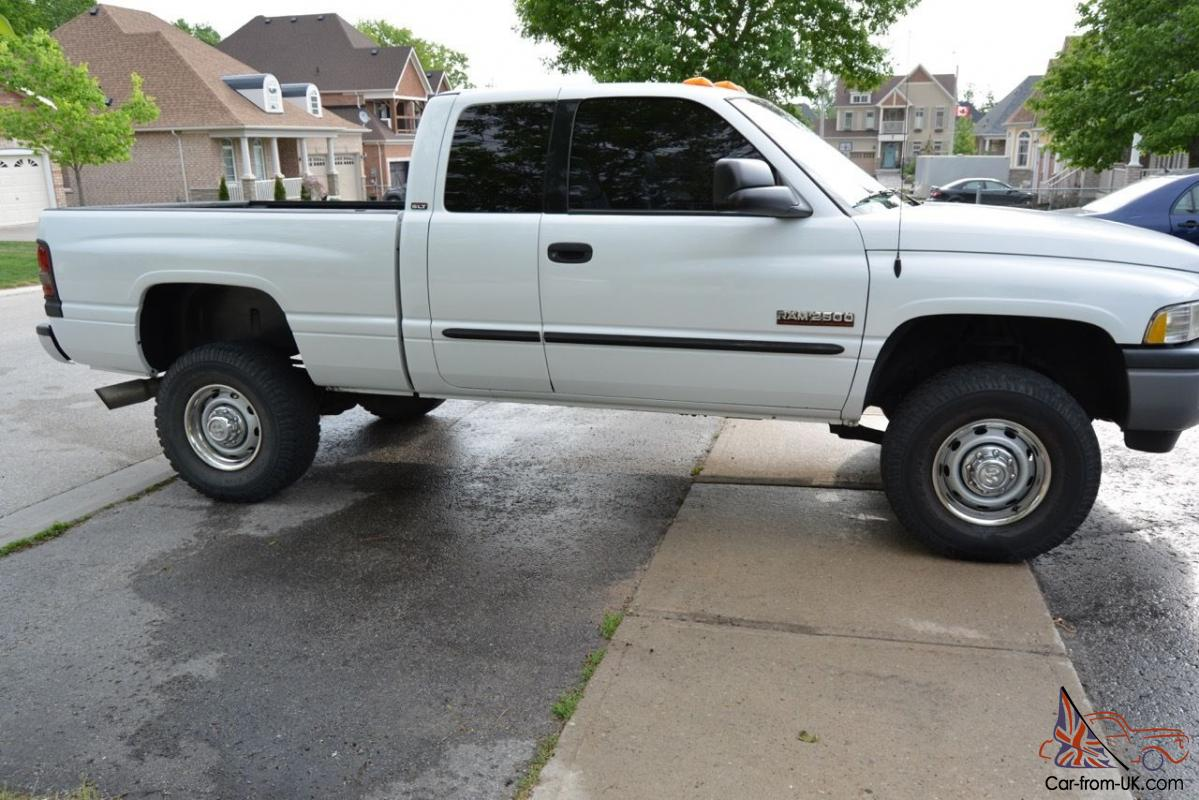 Dodge Ram 2500 Base Extended Cab Pickup 2 Door