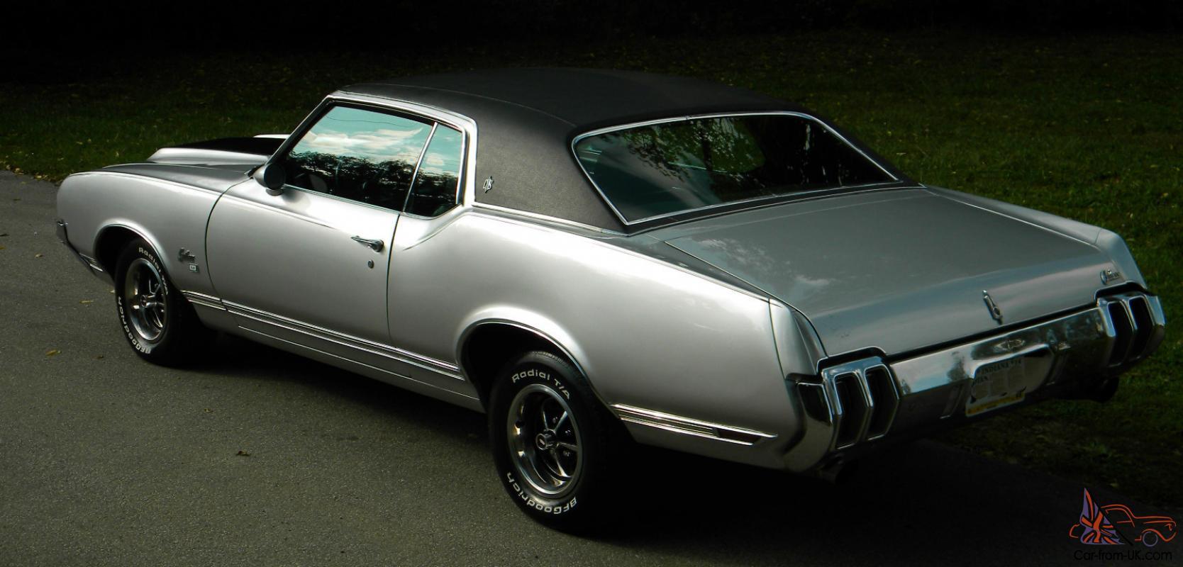1970 Oldsmobile Cutlass SX Hardtop Coupe Silver with Black Landau Top /  Interior