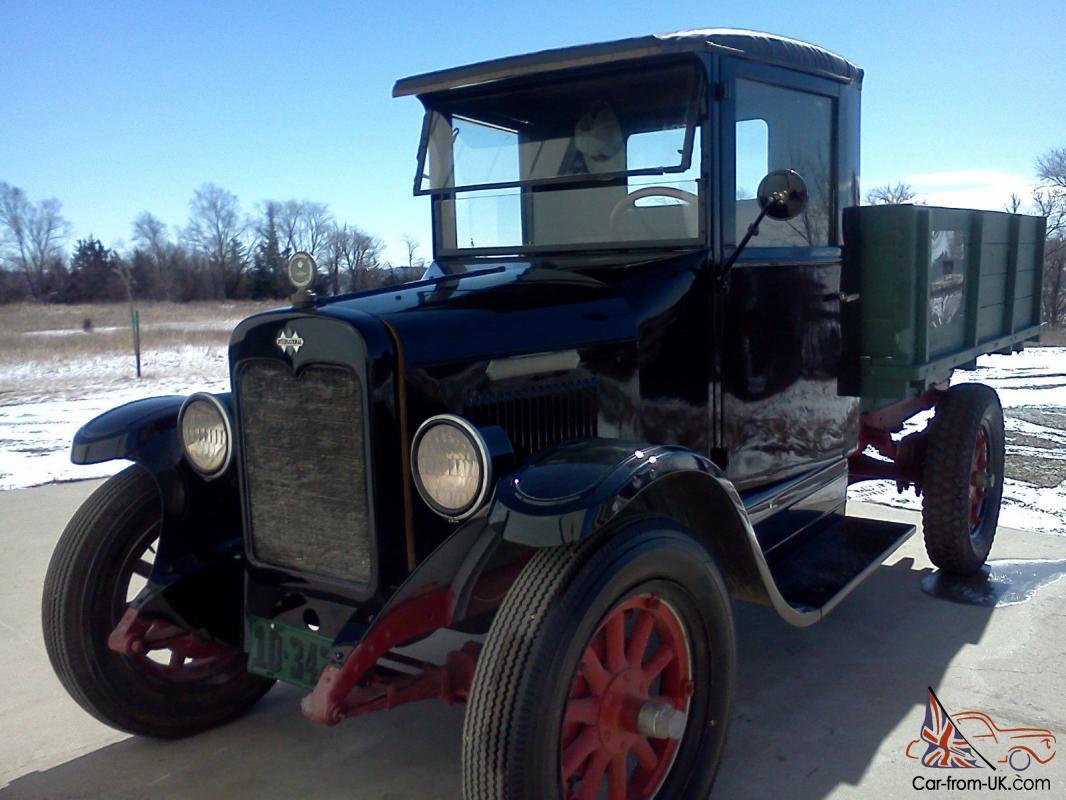 1929 International Green Diamond truck