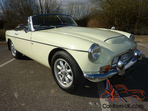 MGC ROADSTER 1969 PROFESSIONAL REPAINT IN SNOWBERRY WHITE EXCELLENT  CONDITION
